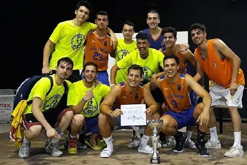 Una desena d'equips van participar a les 12 hores de bàsquet del CB Santa Perpètua