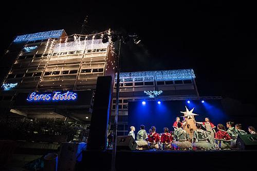 Una Fira de Nadal molt participada esdevé l'escenari de l'encesa dels llums de Nadal