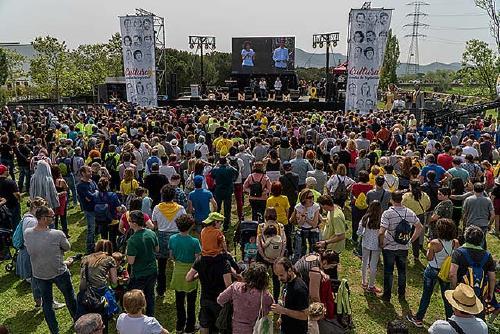 Milers de persones assisteixen a la jornada 'Cultura contra la repressió'