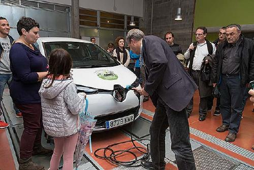 Més d'una vintena de persones ja s'han inscrit per utilitzar el vehicle elèctric de Som Mobilitat