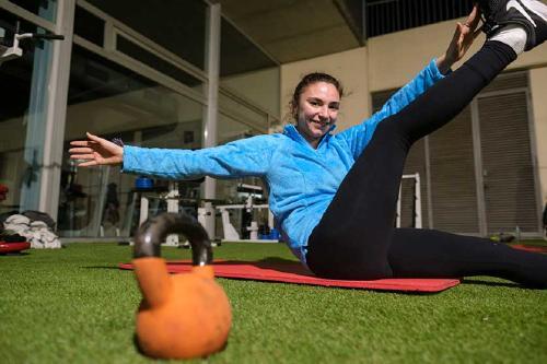 Els abonats d'Esports podran fer servir un espai exterior per fer exercicis de musculació