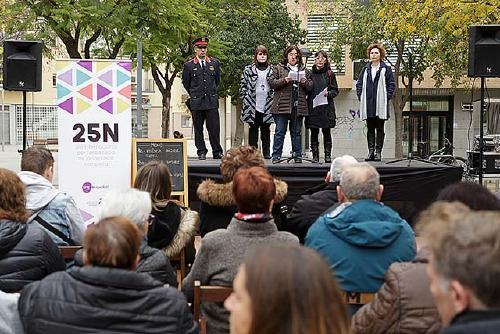 Santa Perpètua recorda i ret un emotiu homenatge a les víctimes de la violència masclista