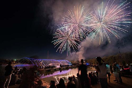 El castell de focs clou la Festa Major de les novetats