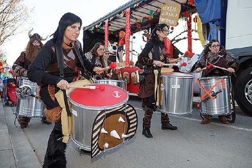 Més de 600 persones desfilen en el Carnaval de Santa Perpètua