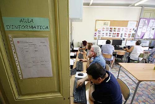 L'Escola d'Adults obre el termini d'assessories personalitzades per facilitar la preinscripció al proper curs