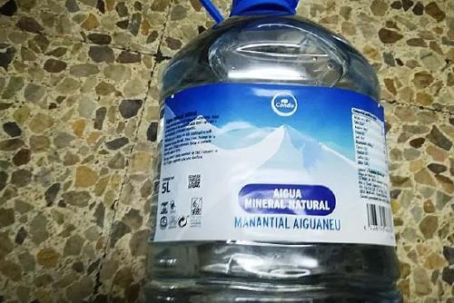 L'Agència de Salut Pública demana no consumir aigua de la marca Condis, Manantial Aiguaneu, del lot 120721