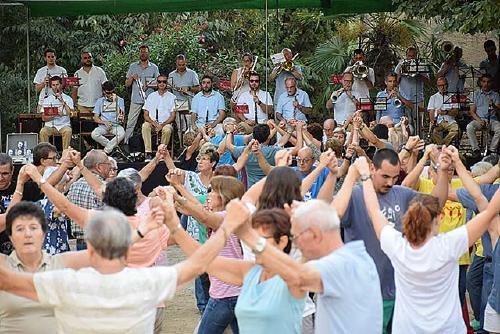 L'Agrupació Sardanista homenatja la Coral Renaixença durant el 65è Aplec de Santiga