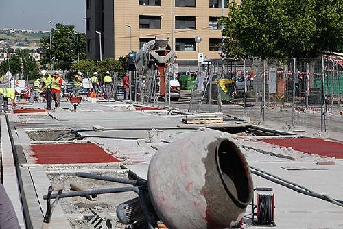 Es talla a la circulació l'avinguda de Girona entre els carrers de Pau Vila i de Tierno Galván