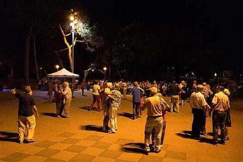 El parc Municipal acull aquest vespre el sopar i ball a la fresca de Centre Vila Associació Veïnal