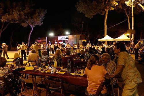 Més de 200 persones participen al sopar a la fresca de Centre Vila Associació Veinal