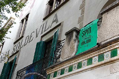 L'Ajuntament i Els Comerciants posen a la venda les banderoles solidàries de Festa Major