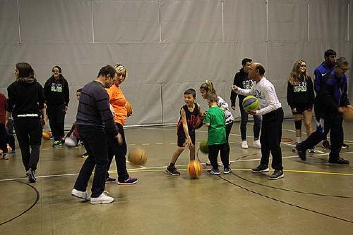 Una jornada de bàsquet inclusiu tanca el programa del Dia de les Persones amb Diversitat Funcional