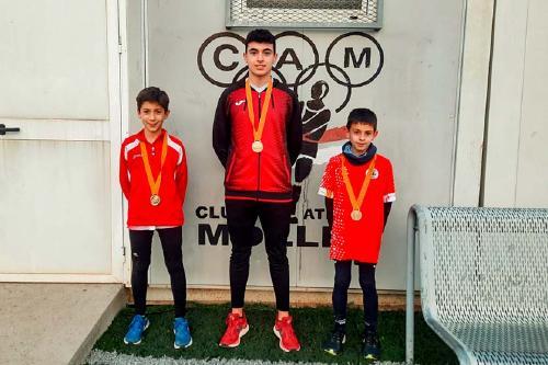 Tres joves perpetuencs es proclamen campions de Catalunya de relleus mixtos de cross