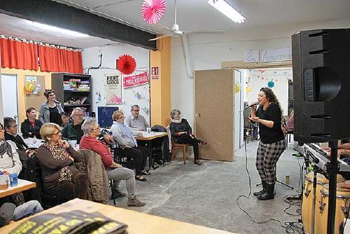 El Casal Popular organitza un concurs per pintar la persiana de la seva seu