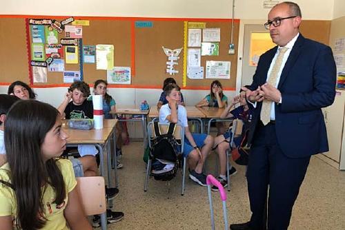 El Cònsol dels Estats Units per a Assumptes Polítics i Administratius va visitar l'Escola La Florida