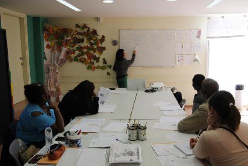 Convivència i Ciutadania endega un nou curs per preparar les proves de nacionalitat