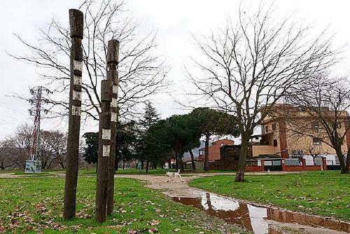 L'escultura 'Família universal', ubicada al parc de la Ribera, celebra els seus 20 anys