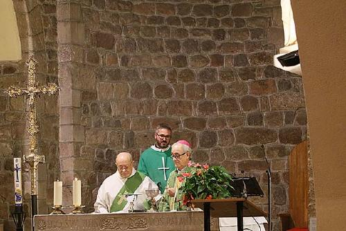 Mossèn Mario Jurado pren oficialment possessió com a rector de la Parròquia de Santa Perpètua