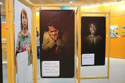 Sos Racisme inaugura l'exposició 'Esquerdes' a la Biblioteca Municipal