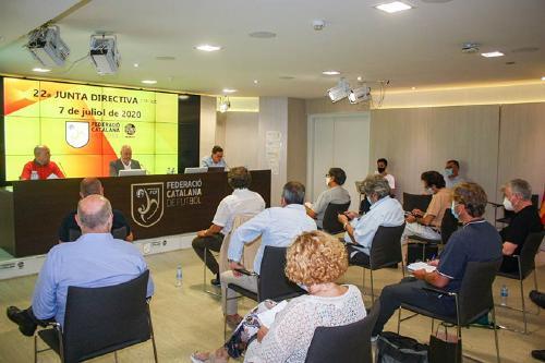 Les lligues catalanes de futbol i de futbol sala començaran el primer cap de setmana d'octubre