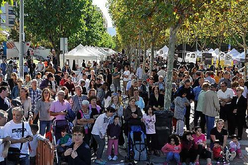 La desfilada de moda i les activitats de diumenge de la Fira de Comerç atreuen molt de públic