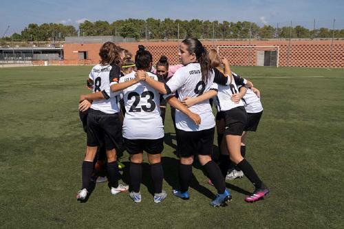 El femení de la UCF Santa Perpètua empata a tres gols contra l'Escola de Futbol de Mataró