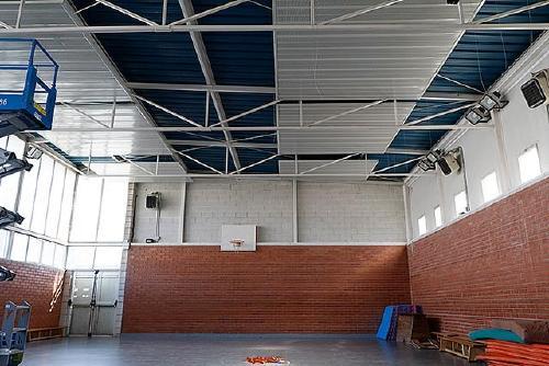 Comencen les obres de millora del gimnàs de l'Escola Bernat de Mogoda