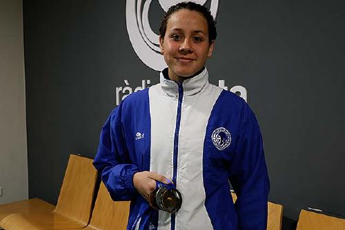 La nedadora perpetuenca Júlia Luis, campiona d'Espanya infantil dels 200 lliures