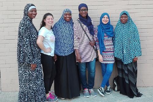 Dues alumnes en pràctiques a Benestar Social col·laboren amb l'entitat de dones Leminú Marandé