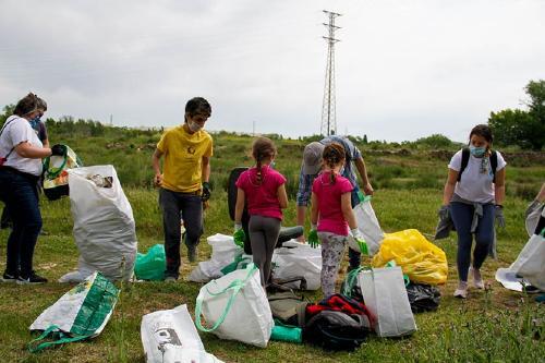 L'Aula del Parc retira més de 280 quilos de residus abocats a la riera de Caldes