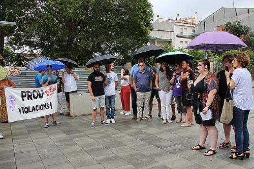Santa Perpètua se suma a les concentracions en suport a la víctima de la 'Manada de Manresa'