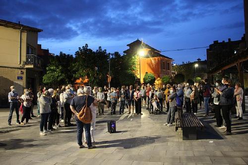 Una cinquantena de persones participa a la concentració en suport de Carles Puigdemont