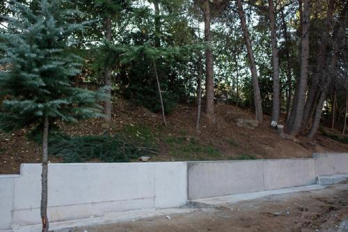 Finalitzen les obres del mur de l'Escola Bernat de Mogoda