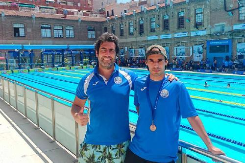 Més de 90 nedadors participen en la primera competició de categoria màster que va organitzar el CN Santa Perpètua