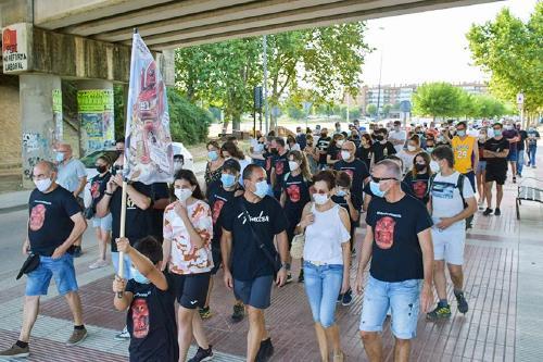 Unes 200 persones, a la marxa contra el tancament de Nissan al seu pas per Santa Perpètua