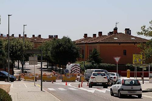 Habiliten una rotonda provisional a l'entrada del barri de Mas Costa