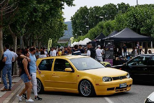 La primera trobada 'Lake&Cars' reuneix 125 cotxes personalitzats