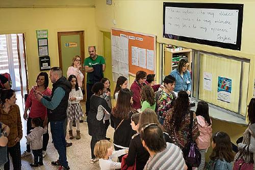Les escoles públiques donen a conèixer els seus projectes educatius durant la jornades de portes obertes