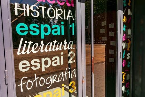 Angustias Escobar presenta la mostra 'Un camí d'aprenentatge'
