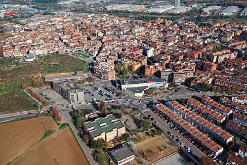 El Ple declara Santa Perpètua municipi feminista i reclama a la Generalitat el deute per les escoles bressols