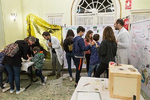 Distribueixen 200 nous cubells de recollida d'orgànica en una nova activitat de la campanya 'Excuses o separes?'