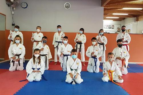 L'Escola de Karate Senshi Dojo va aconseguir divuit trofeus en el Campionat de Catalunya de kyus