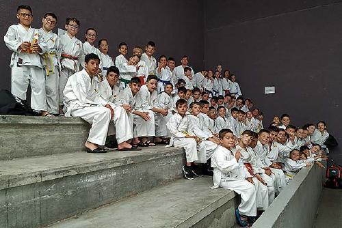 Una trentena de clubs participen en la novena edició del torneig de l'Escola de Karate Senshi Dojo