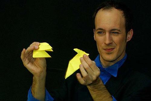 Xarxa Santa Perpètua programa l'espectacle 'Magikissim' amb el mag Sergi Buka