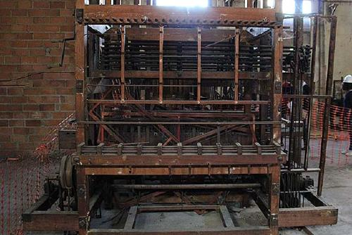 Cessió temporal al Museu de la Tècnica de Manresa d'un teler i una aprestadora