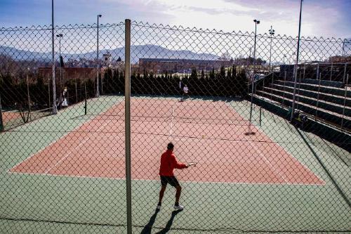 Esports obre inscripcions per participar a un torneig de tennis per a adults