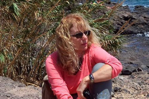 La perpetuenca Teresa Kirchner edita la seva primera novel·la, 'El manuscrito de oscuros secretos'