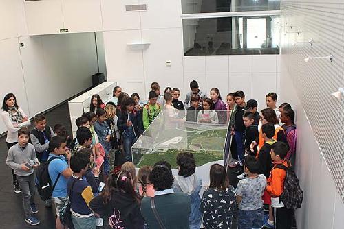 Alumnat de cinquè de l'Escola Els Aigüerols comprova la importància de reciclar