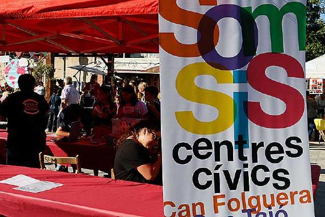 Els usuaris dels centres cívics voten les propostes per a la nova programació