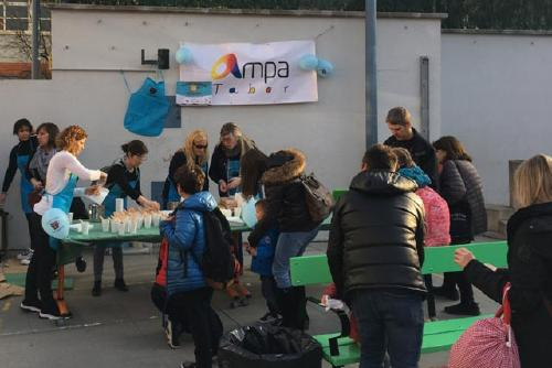 Xocolatades solidàries en la lluita contra el càncer a diversos centres educatius